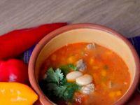 Meksykańska zupa fasolowa z wieprzowiną