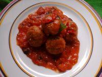 Mięsne kuleczki z kaszą w sosie pomidorowym