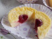 Mini serniczki z malinami i białą czekoladą