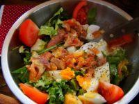 Mix sałat z łososiem i jajkiem