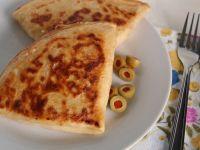 Naleśniki z kaszą bulgur, fetą i oliwkami