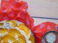 Orkiszowe ciasto jogurtowe z brzoskwiniami
