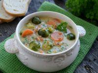 Orzechowa zupa z brukselką