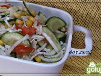 Pekinka z ogórkiem,kukurydzą i pomidorem