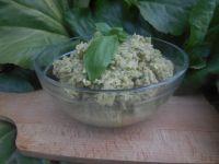 Pesto z bobu i płatków migdałowych