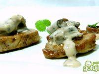 Pieczone polędwiczki w sosie rydzowym