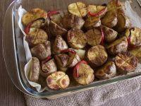 Pieczone ziemniaki z masłem i papryką