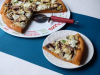 Pikantna pizza z mozzarellą