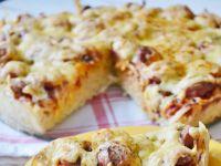 Pizza makaronowa z parówkami
