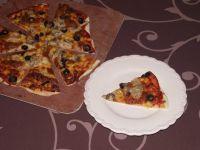Pizza na cienkim cieście z makrelą z puszki
