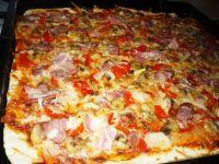 Pizza swojska na cienkim cieście
