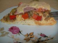 Pizza z pieczarkami i ogórkiem kiszonym