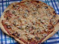 Pizza z pieczarkami i serem pleśniowym