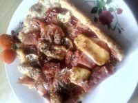 Pizza z pomidorami i serkiem topionym