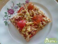 Pizza z szynką i pomidorkami