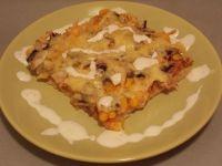 Pizza z szynką, pieczarkami, kukurydzą i serem