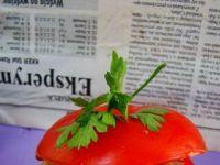 Pomidorek nadziewany kaszą z pieczarkami