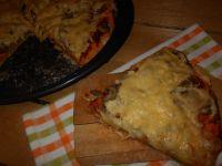 Pomidorowa pizza z pieczarkami