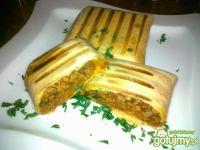 Pomidorowe al'a burrito z żółtym serem