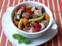 Potrawa z mięsa, kiełbasy i warzyw