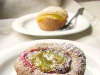 Puszyste ciastka ze śliwką i brzoskwinią