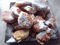 Racuchy z cukrem pudrem