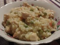 Risotto z kurczakiem, groszkiem i marchewką