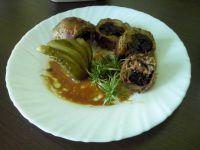 Roladki ze śliwkami i serem z turkusową pleśnią