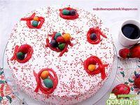 Różowy tort wielkanocny