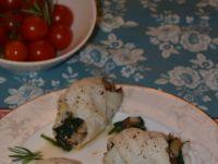 Rybne roladki z młodym szpinakiem i grzybami