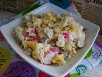 Ryżowa sałatka z paluszkami krabowymi