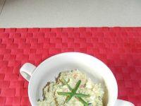 Ryżowa sałatka z paluszkami surimi i z jajkami