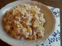 Ryżowa sałatka z wędzonym kurczakiem i porem