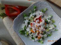 Sałatka do obiadu z białą rzodkwią