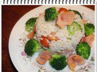 Sałatka ryżowa Eli z wędzonym łososiem
