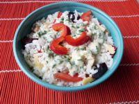 Sałatka ryżowa z pieczonym mięsem i serem
