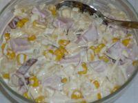 Sałatka serowa z szynką i kukurydzą