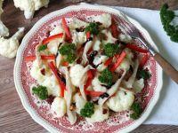 Sałatka z boczniakami i kalafiorem