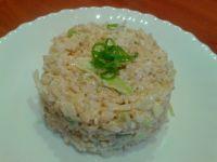 Sałatka z brązowego ryżu z biała kapustą