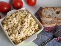 Sałatka z jajek i pieczarek marynowanych