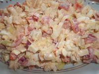 Sałatka z jajek, papryki i pora