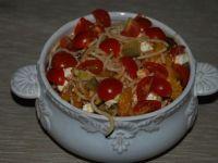 Sałatka z makaronem spaghetti