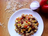 Sałatka z pęczakiem i kurczakiem curry
