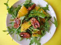 Sałatka z rukoli z pomarańczą i orzechami pekan