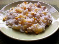 Sałatka z ryżem i ananasem