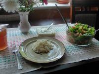 Sałatka z serem solankowym i piersią z kurczaka