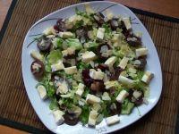 Sałatka z winogronami i camembertem