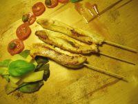 Sataye z indyka marynowane w szafranowym aioli