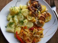 Schab z cukinią zapiekany pod sosem serowym