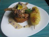 Schab z kością z szaszłykiem z młodych ziemniaków
